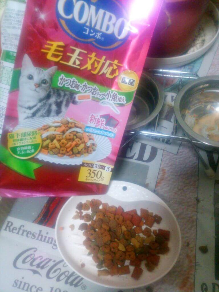 日本ペットフード コンボ キャット 毛玉対応 かつお味・かつおチップ・小魚添え